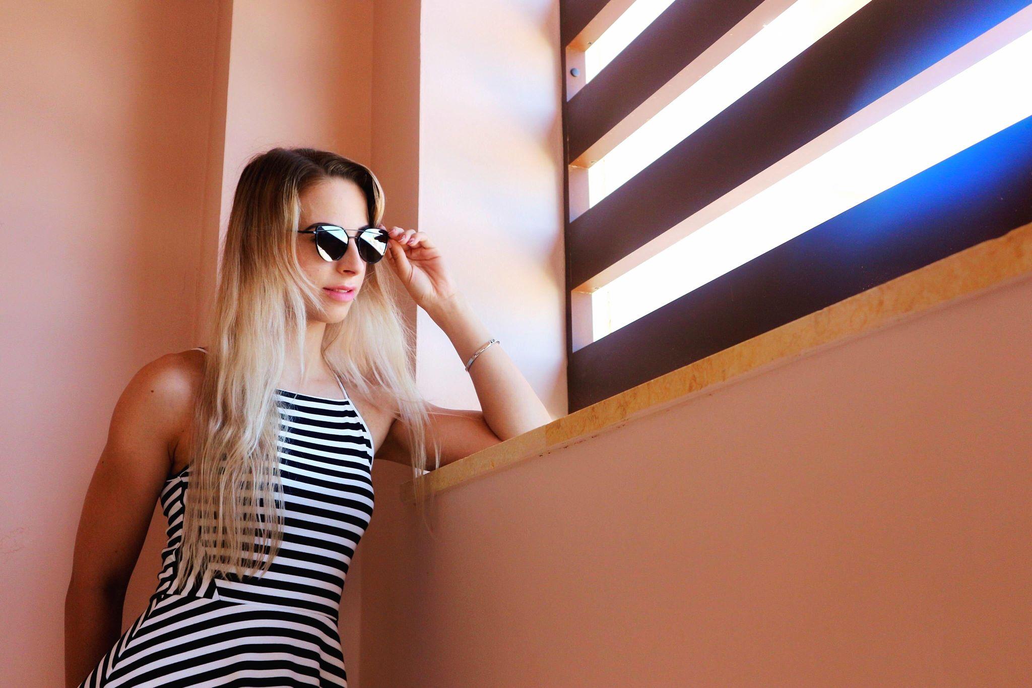 Henriette med solbriller på. Passion skønhed